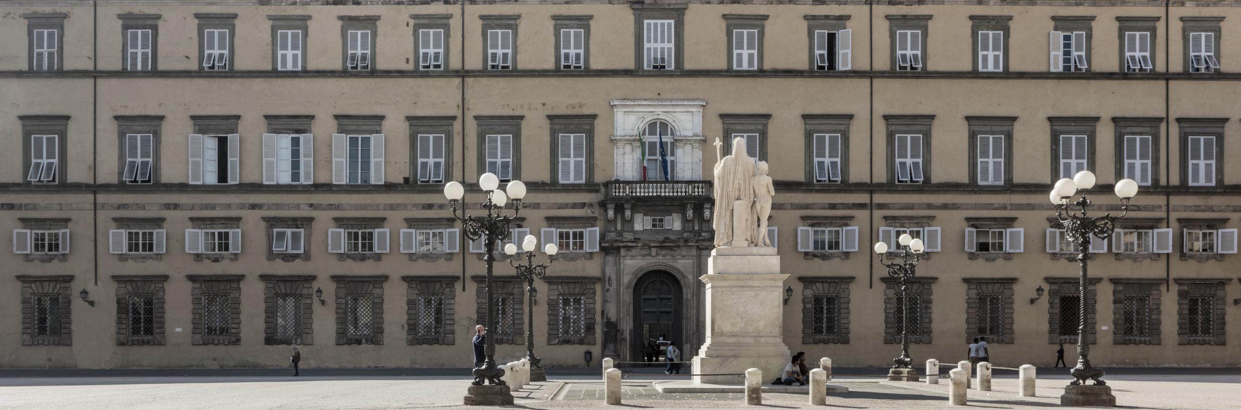 Vista Frontale del Palazzo Ducale a Lucca
