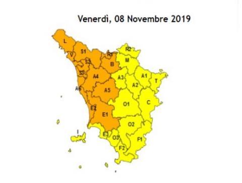 la cartina della Toscana con le zone di allerta arancio per l'8 novembre