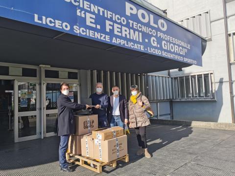 La consegna dei computer al 'Fermi' di Lucca