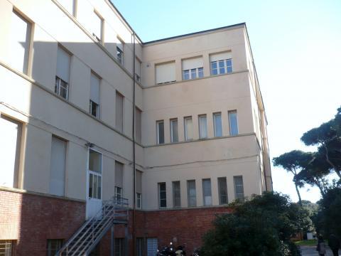 Il blocco principale dell'ex Collegio Colombo di Viareggio
