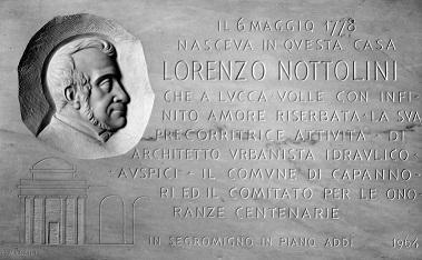 Una lapide in ricordo del grande architetto Nottolini