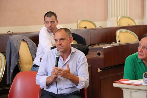 Menesini durante uno degli incontri sulla riorganizzazione della scuole