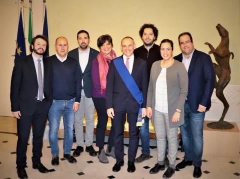 Il presidente Luca Menesini e la giunta