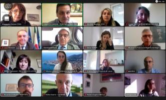 Una schermata con alcuni dei partecipanti alla videacall